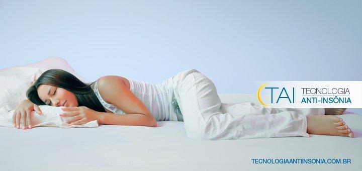 Conheça os prós e contras de cada posição para dormir sono