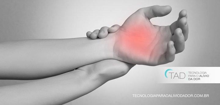 Exercícios com massinha e toalha fortalecem as mãos Saúde de A a Z